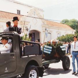 El Coronel de Marina Leonardo Rosales  llega a Punta Alta.